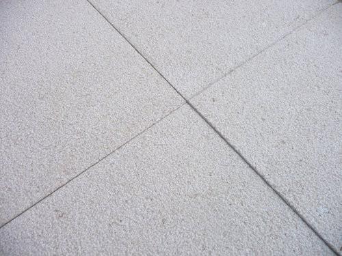 Nahaufnahme der Oberfläche und Ecken des Kalksteins