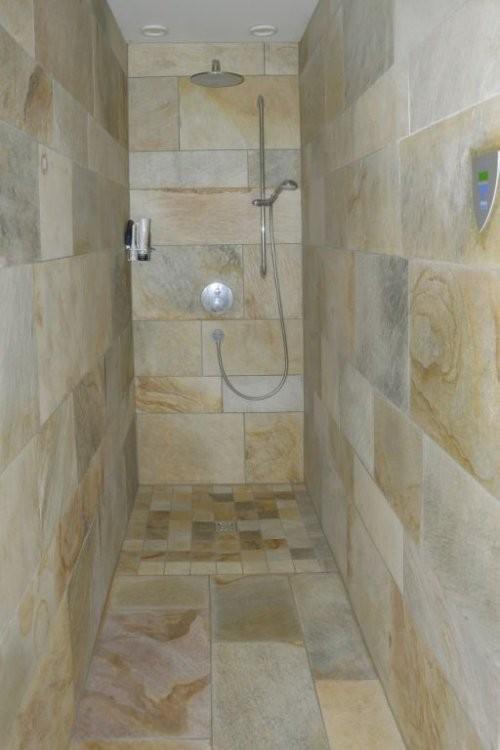 Wellnessbereich Dusche aus Quarzit Santana