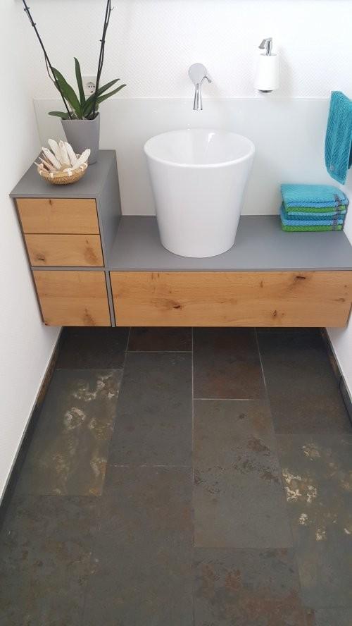 Buntschiefer in der Toilette - Bodenbelag