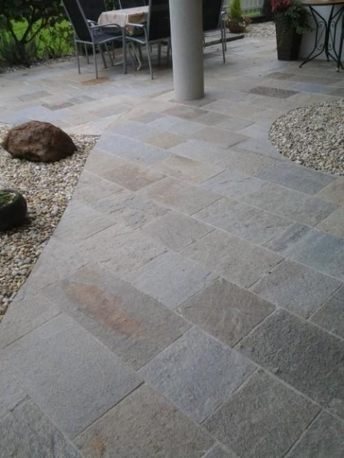 Terrasse, Gneis gold-grau-braun, Oberfläche spaltrau