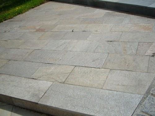 Terrassenplatten, spaltraue Oberfläche, Gneis, gold-grau-braun