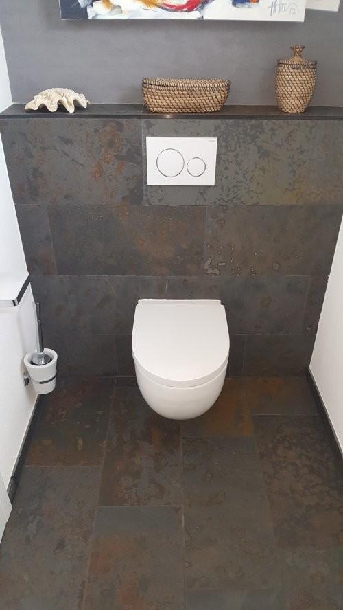 Buntschiefer in der Toilette - Boden- und Wandbelag