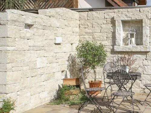 SONAT T213, Jura Mauersteine, beige, gesägt + gespalten + getrommelt, Gartenmauer