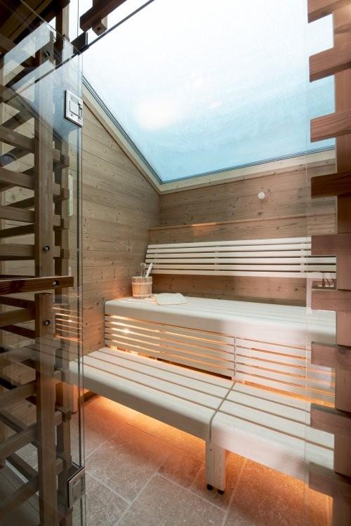 Sauna Bodenplatten aus getrommelten Travertin