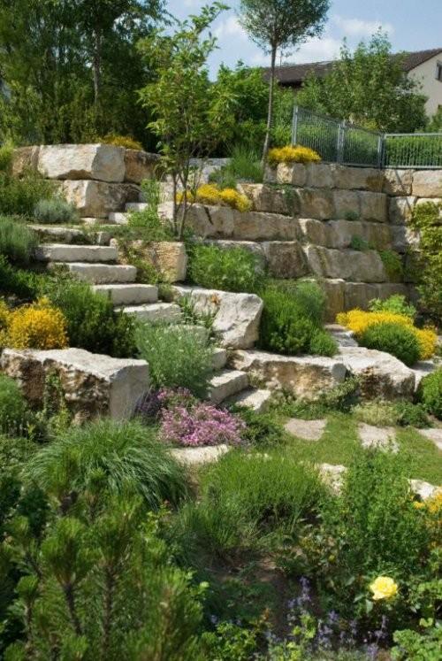 SONAT 215, Jura Kalkstein beige, große Quadersteine als Mauersteine, gespalten, Gartenanlage