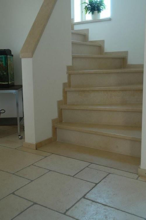 Treppe, Boden aus römischem Verband