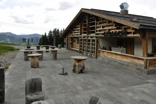 rustikaler grauer Sandstein für den Außenbereich