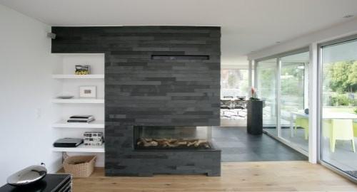 schwarzer Schiefer als Wandverblender im Innenbereich - Verblender an Kamin