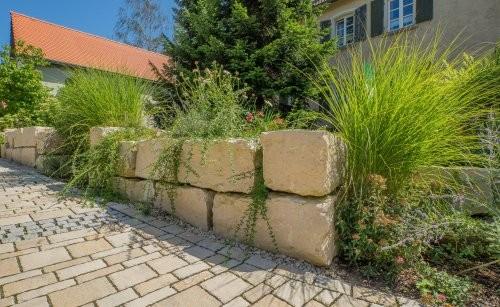 SONAT 215, Jura Kalkstein beige, große Quadersteine als Mauersteine, gespalten