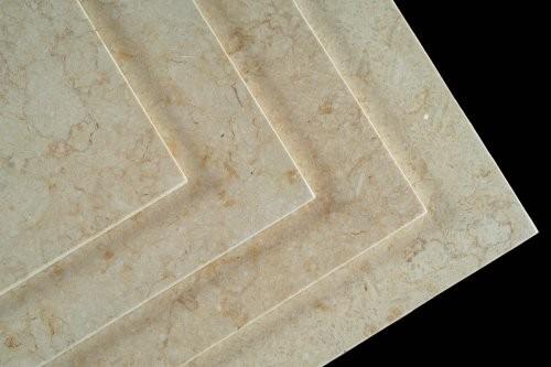 Kantenansicht hell beiger Kalkstein