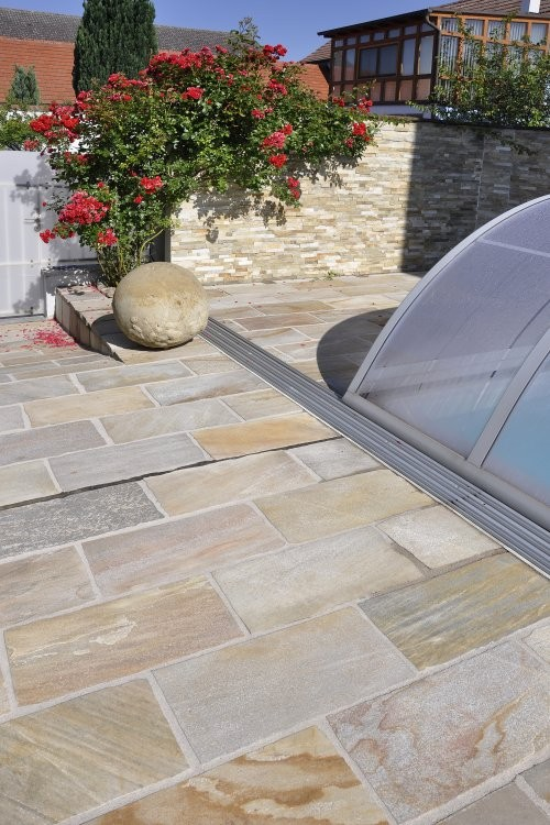 Handbekanteter Quarzit - private Terrasse