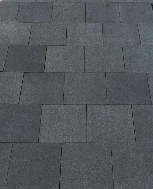 Granit schwarz SONAT 1267 geflammt und 1x gebürstet