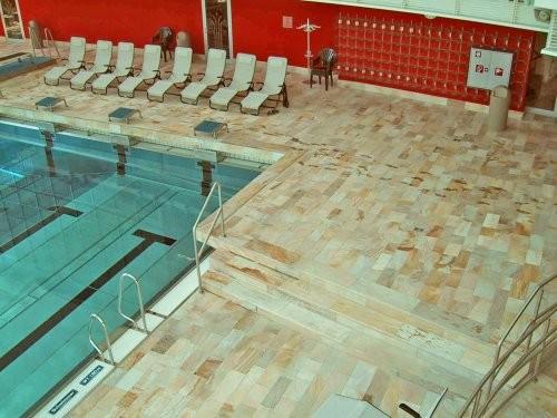 Hallenbad, Bodenplatten aus Sonat 502 - hell gelben Quarzit