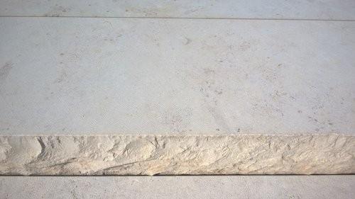 Jura Kalkstein SONAT 215 beige, als Massivstufen, teilweise gesägt