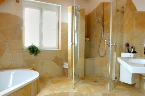 Solnhofer polygonal slabs on wall and floor in the bathroom