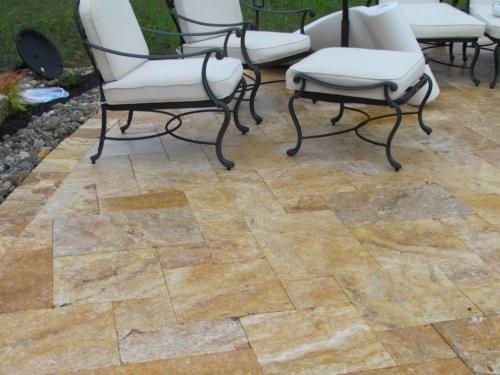 Terrassenplatten im römischen Verband, Modul D, Travertin gold